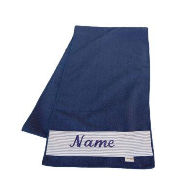 Fitnesshandtuch mit Namen in dunkelblau von Lieblingsstücke 4330