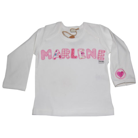 personalisiertes Langarmshirt mit Namen und Herzchen von Lieblingsstücke