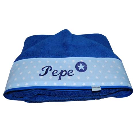 Babyhandtuch mit Namen in blau von Lieblingsstücke