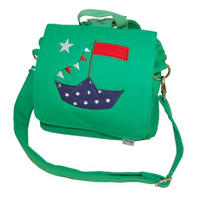 grüne Kindergartentasche mit Segelschiff und Namen von Lieblingsstücke 4330